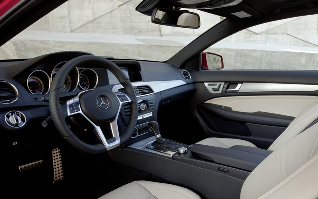 2011_C204_C-Class-Coupe_09