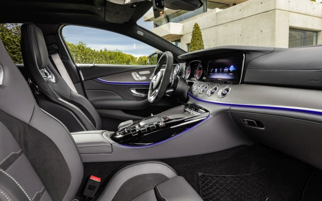 2018_amg_gt_4-door_coupe_x290_09_interieur